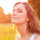 Mädchen blickt in die Sonne - Marianne Krug - Fachärztin für Allgemeinmedizin - Frankfurt